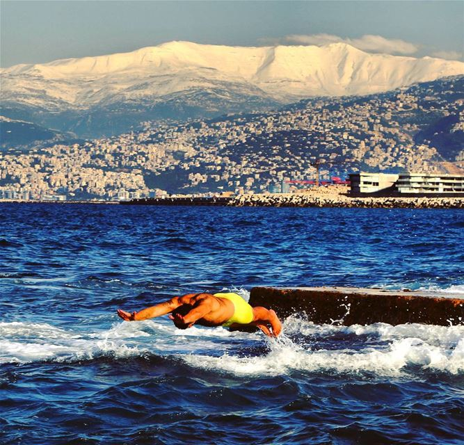 Swimming in the winter is a big challenge! (Beirut by @ap.images) 🏖🗻🌊⛄🇱