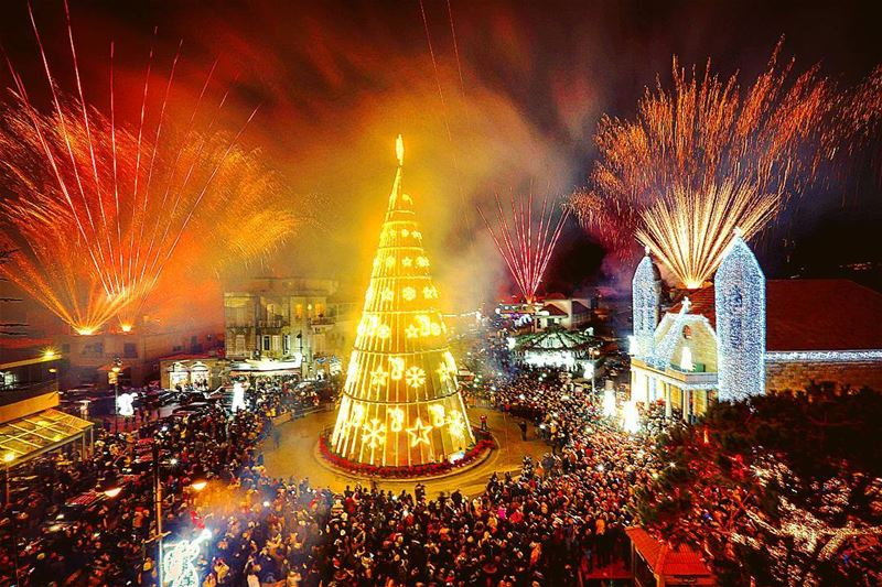 Christmas tree celebration in dhour elshweir- Lebanon by @reuters 🎄 🎉🎊🎇