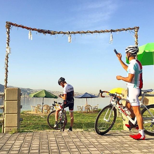 An unexpected photo from my morning ride taken by a total stranger (now... (Maamelteine)