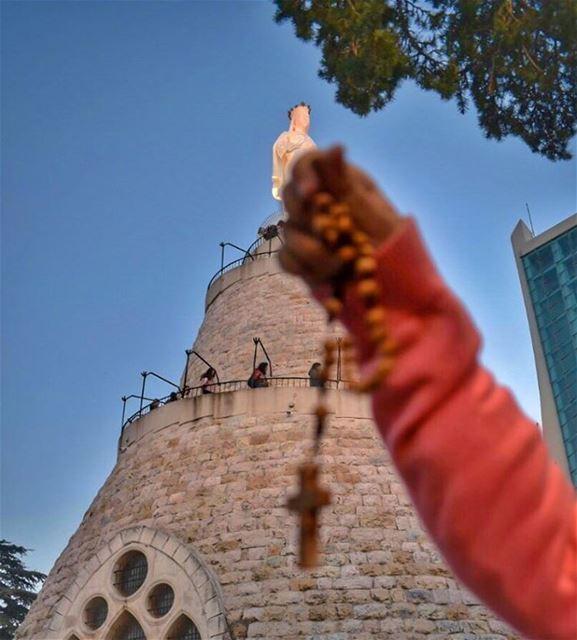 بهالصيام منقدّملك صلاتنا وصومنا بكل الإيام لأنّ عشتي مع يسوع كلّ الآلام ... (Our Lady of Lebanon Harissa)