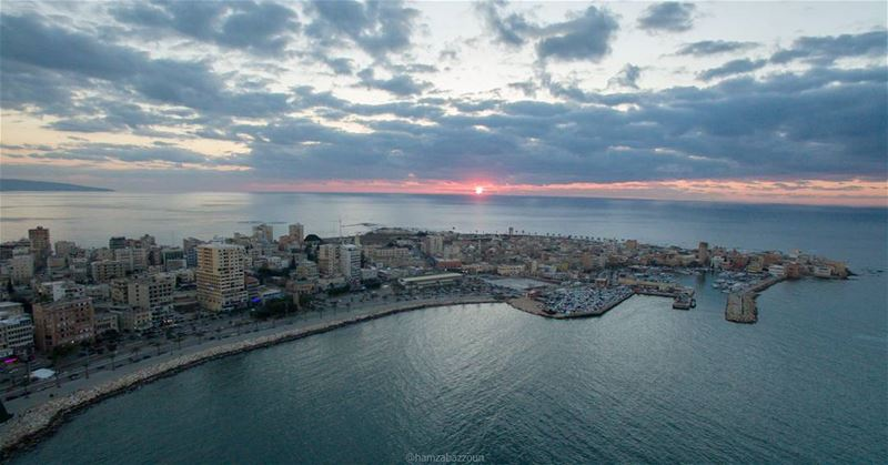 Another sunset frame from Tyre city❤ tyrecity  tyrepage  livelovetyre ... (Tyre, Lebanon)