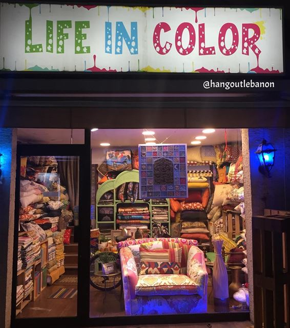 lifeincolor at hamra شارع_الحمرة------------------------------------... (Hamra street , Beirut - شارع الحمرا ، بيروت)