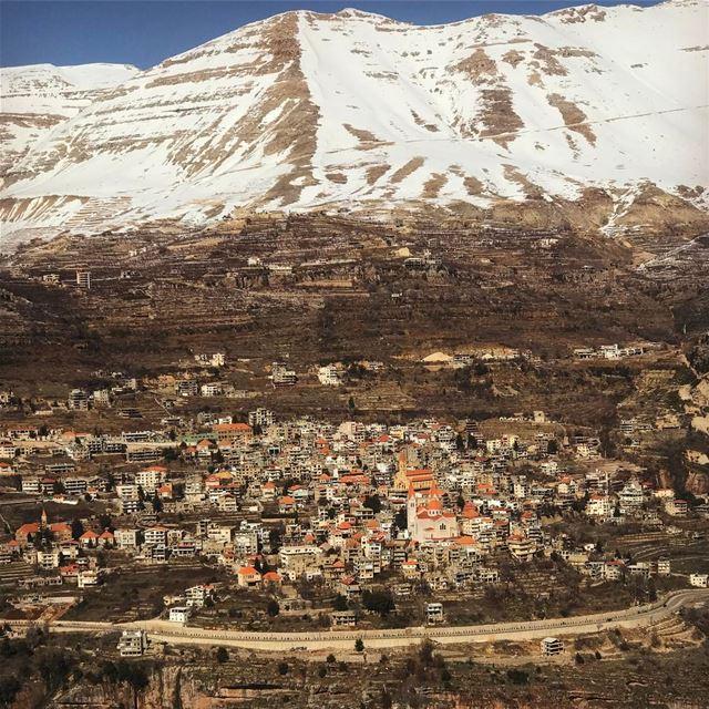 Le typique village libanais lebanesespirit 🇱🇧🏔 (Bcharré, Liban-Nord, Lebanon)