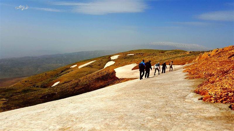 hiking day sunday hikingday mountain veiw snow white blue veiw ... (القرنة السوداء)