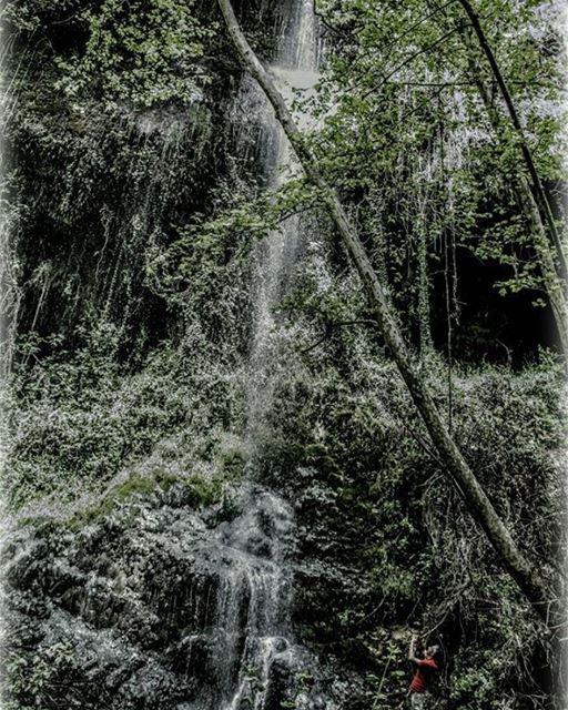أجمل قطعة خلقها ربي ورماها ب لبنان... Waterfall waterfalls water river... (Kfarhelda)