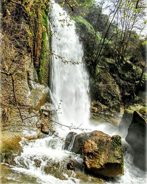 أجمل قطعة خلقها ربي ورماها ب لبنان... Waterfall waterfalls water river ... (Kfarhelda)
