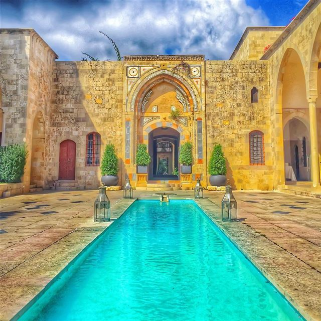 Where every stone tells stories of my beautifullebanon 🌹🌲🏠🌲🌹... (Mir Amin Palace)