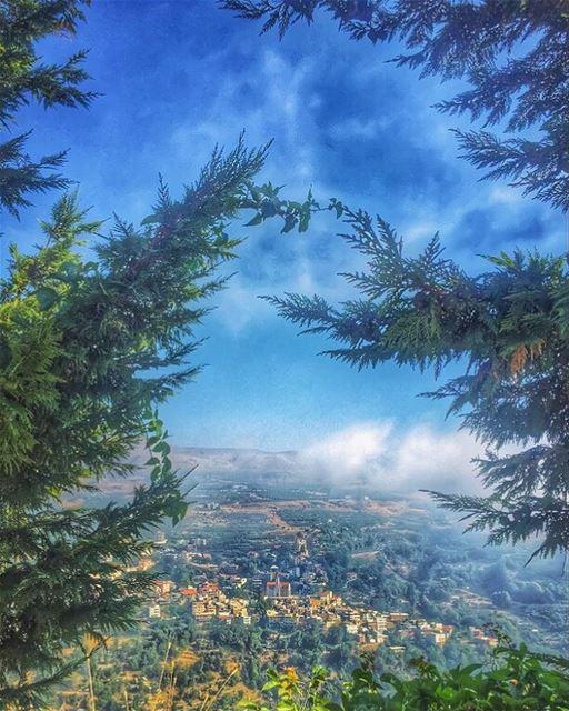 Le village est un paradis pour le tourisme religieux et pour les visiteurs... (Ehden, Lebanon)