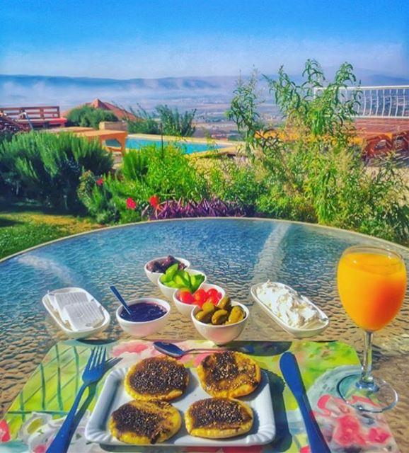 beitelkroum the beautiful colors of my dear Zahle 💛🍹💚🌳💙💦❤️🍓💜🍇... (Beit El Kroum)