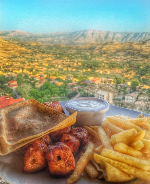 taouk with a view 💚💙________________________________________... (Bab El Hawa)