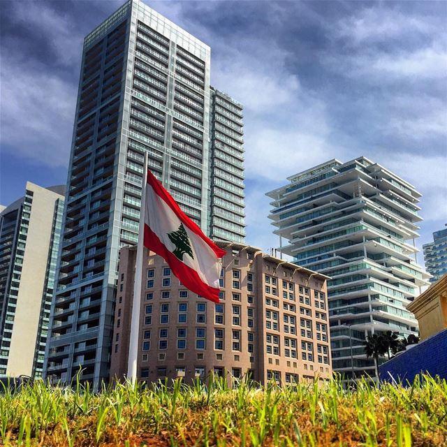 independenceday sunday walk flag architecture archilovers blue sky... (Beirut, Lebanon)