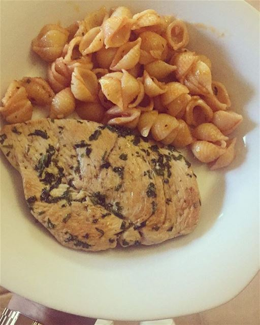 Marinated grilled chicken breast with parsley & olive oil + 1 cup of pasta...