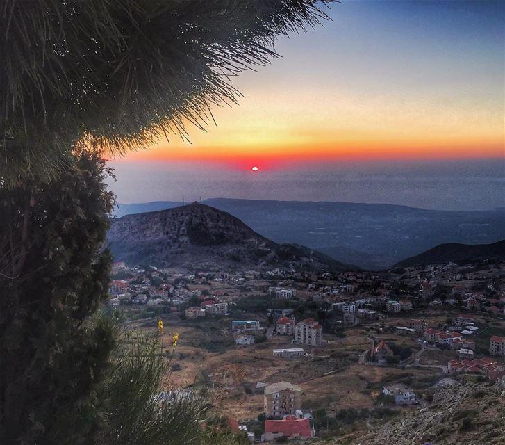 C'est comme si la journée fermait ses paupières et disait sa prière 🙏... (Ehden, Lebanon)