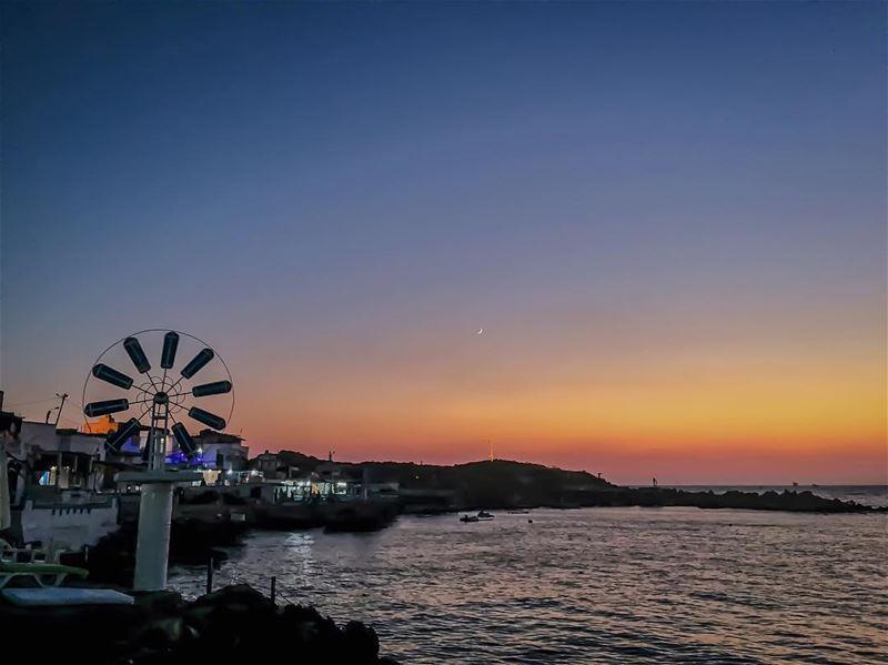 Sunset ta7etelri7 wel amar 💙🌙___________________________________... (Ta7t El Ri7 - Anfeh)