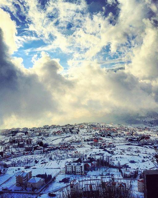 عند صلاة الصبح، تشرق سما إهدن رجاءً وتعبق بخّوراً 💙☁️🗻☁️💙... (Ehden, Lebanon)