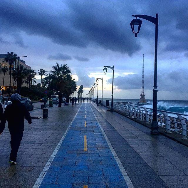 Walking on the rythm of the landing waves 🎶🌊☁️☔️ Wishing you a wonderful... (Manara Beirut)