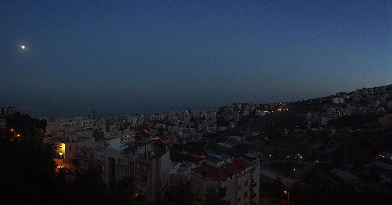 The moon 🌝 waiting for the sunrise 🌞 Wishing you a wonderful Friday 💚... (Bsalim, Beirut)