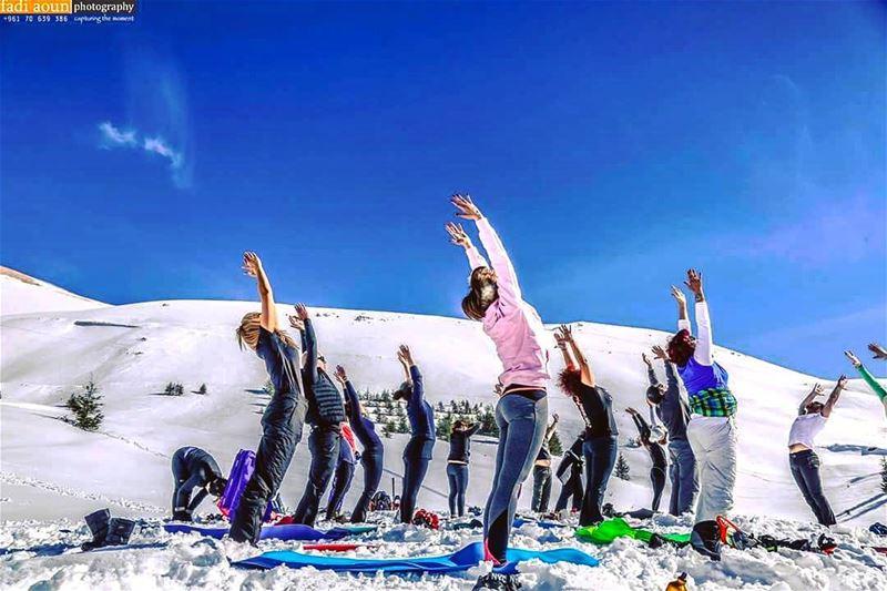 photo fadiaounphotography photoshooting yoga sky snow nature ...