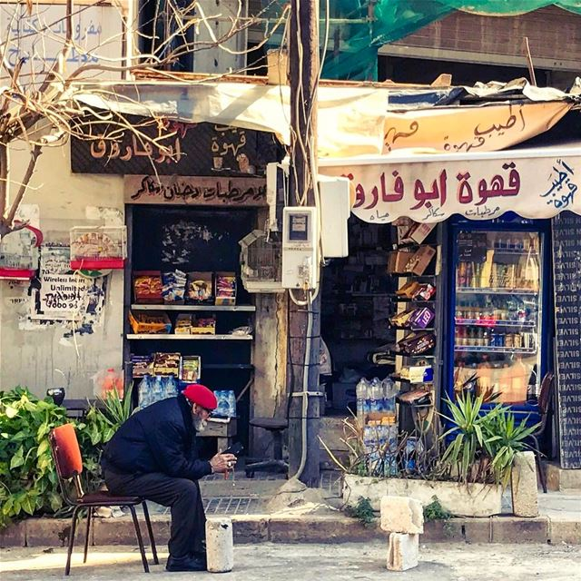 Browsing at Abou Farouk's💈 theweekoninstagram shotoniphone ... (Hamra, Beyrouth, Lebanon)