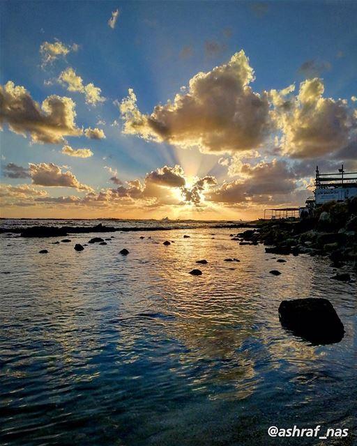 الحب ليس روايةً شرقيةًبختامها يتزوَّجُ الأبطالُ...لكنه الإبحار دون سفينةٍ (Tyre, Lebanon)