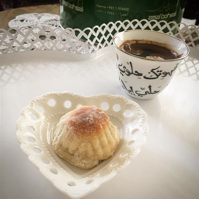 وامتزجت ذرات البن بالماءلتنشر عبق الصباح صباحكم قهوة.. صباح_الخير🌹 ص