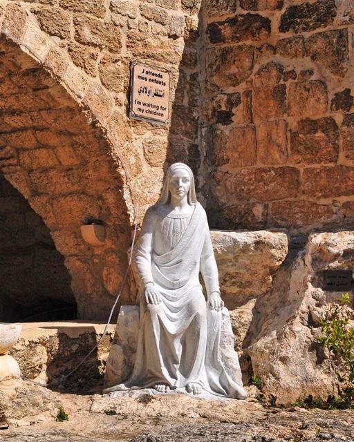 A gruta sagrada no sul do Líbano onde a Virgem Maria descansou enquanto... (مزار سيّدة المنطرة - Our Lady of Mantara Sanctuary)