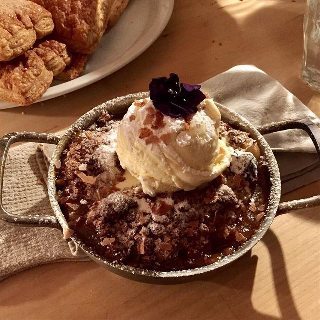 What a decadent dessert looks like! A todiefor apple pie @eat.drink.ba (Baron)