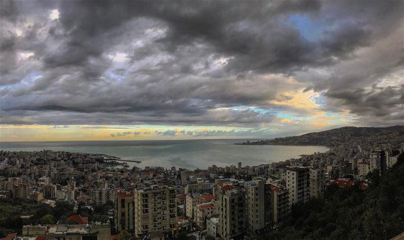 Sunrise effect• lebanonpassion lebanoninapicture beautifullebanon ... (Joünié)