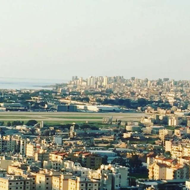 تصور انك اخر مرة رح تنده لي ورد عليكواخر مرة بتلمح وجي عم بزهر بعينك ..و (Beirut–Rafic Hariri International Airport)