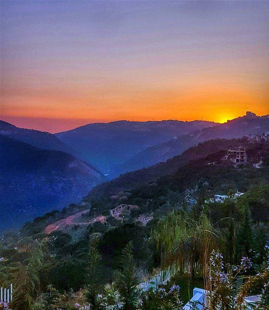 Sunsets be like sunset sunset_madness sunsetporn sunsetlovers ... (Broumana Lebanon)
