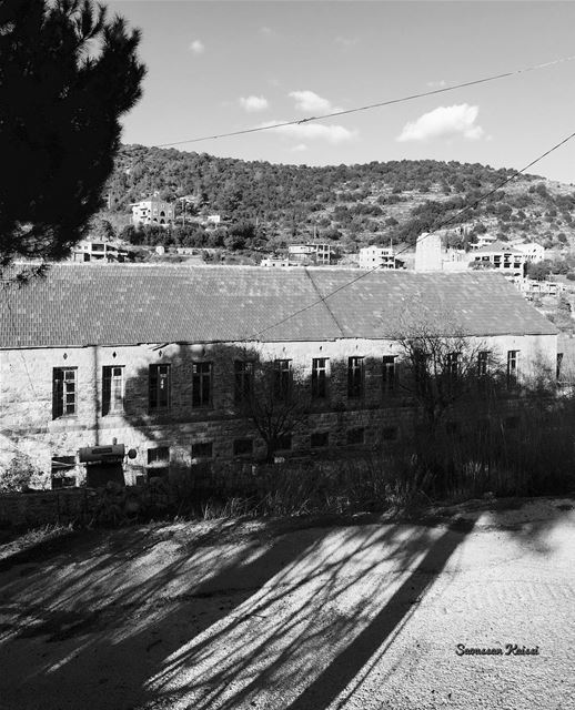 monochrome blackandwhite shadow lebanonhouses beiteddine ...