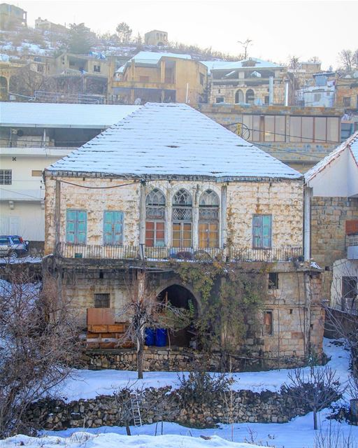 So warm inside that it can grow snow so beautifully, what a traditional... (Bsharri, Lebanon)