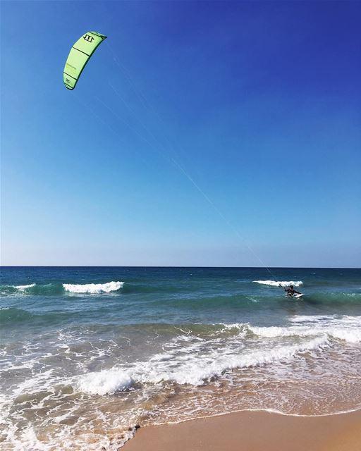 Sunday well spent 🌊🏄🏼 sea waves kite kiteboarding surfing board ... (Laguava)
