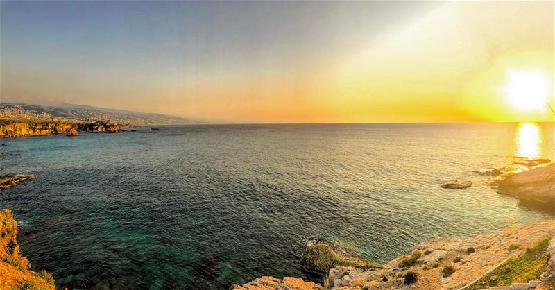 L'étendu bleu💙🌅• lebanontraveler lebanonlovers beautifullebanon ... (Babel Bahr)