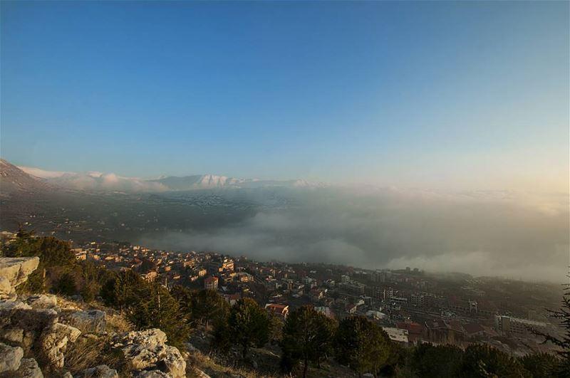 Foggy village °°° Ehden liveloveehden Lebanon livelovelebanon Nikon... (Ehden, Lebanon)