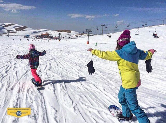 Girls can do it too, and sometimes even better 😉 Here is Sophie, 7 years... (Mzaar Ski Resort)