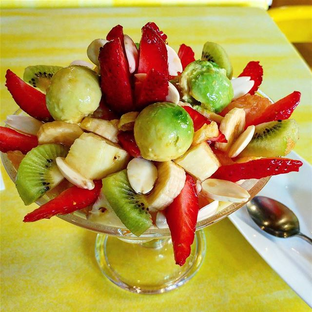 Can you believe the size and plating of this fruit salad delicately laced... (Fenetre)