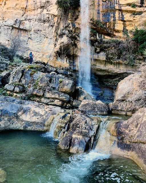 حبّيتك ما بعرف وين، بأيّ نبع، بأيّ عين 🎶 فيروز hike waterfall pool ...
