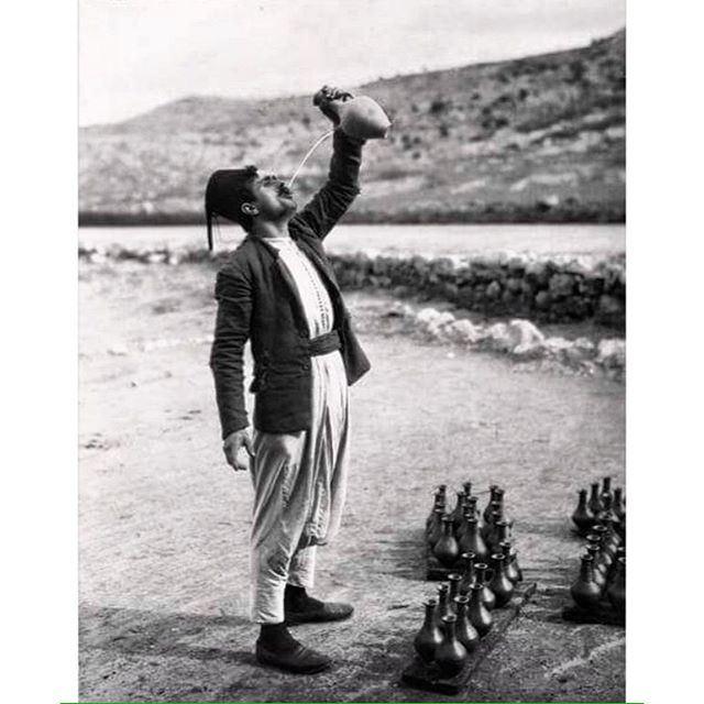 صباح الخير من طريق صيدا بيروت القديمة عام ١٩٢٦ ،