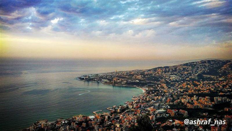 بحبك يا لبنان يا وطني بحبكبشمالك بجنوبك بسهلك بحبك livelovetyre ... (Jounieh - Harissa)