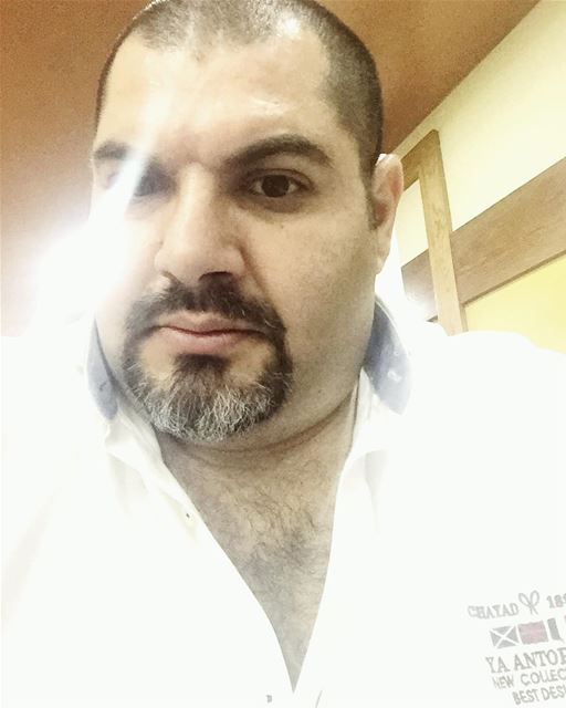 Me myself selfie abouja2ra light lighting white clear big fat ... (Mar Elias Antelias)