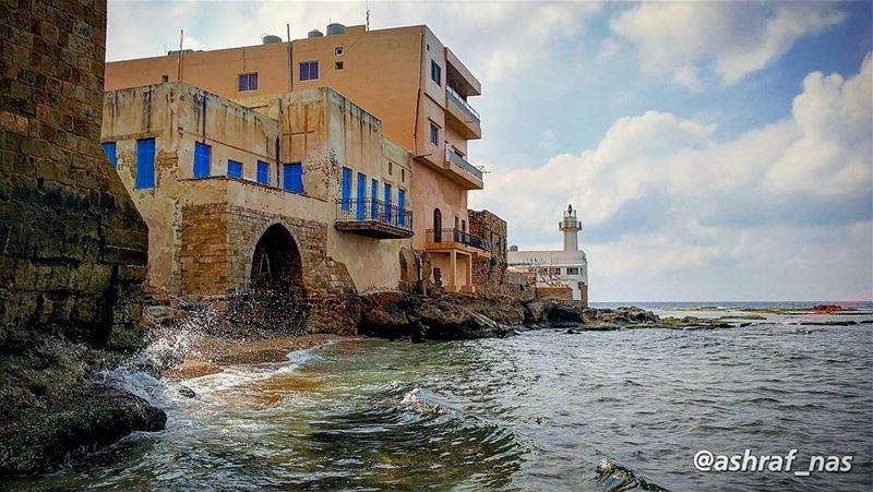 يا حبيبي كل ما في الصمت نادىيا حبيبي ومضى الموجُ وعادَوأنا في موج عينيك ش (Tyre, Lebanon)
