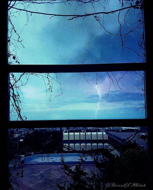 Tout ce qui est beau s'éclaire de Dieu.____ 961lens naturephotography ... (Usj Faculté Des Sciences - Mansourieh)