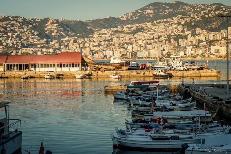 boats  harbor  mountain  sea  deck  sun  sky  buildings  jounieh ... (Jounieh - Lebanon)