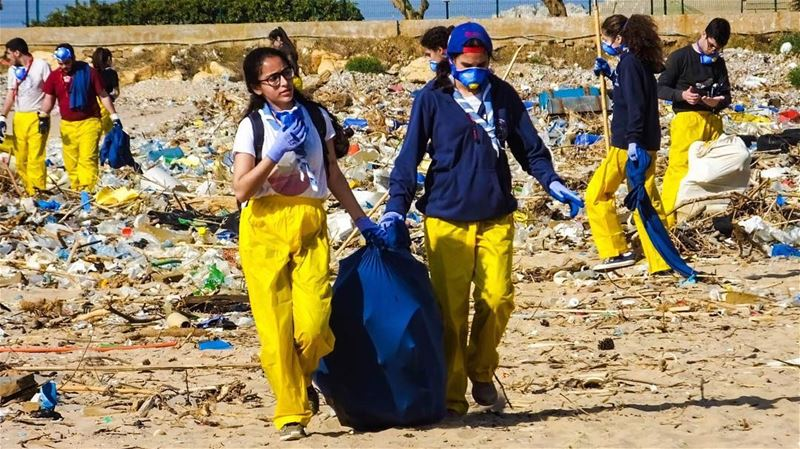 Step by step, hand in hand; cleaning the country as best we can. ... (Residence de La Mer)