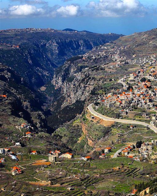A magia dos vilarejos maronitas nas montanhas sagradas do Líbano encanta... (Bcharreh, Liban-Nord, Lebanon)
