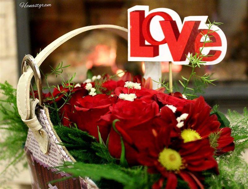 بائع الورد سيفرح إذا أهداه أحد وردة ...فٱمتلاك الأشياء لا يعني ٱمتلاك بهجته