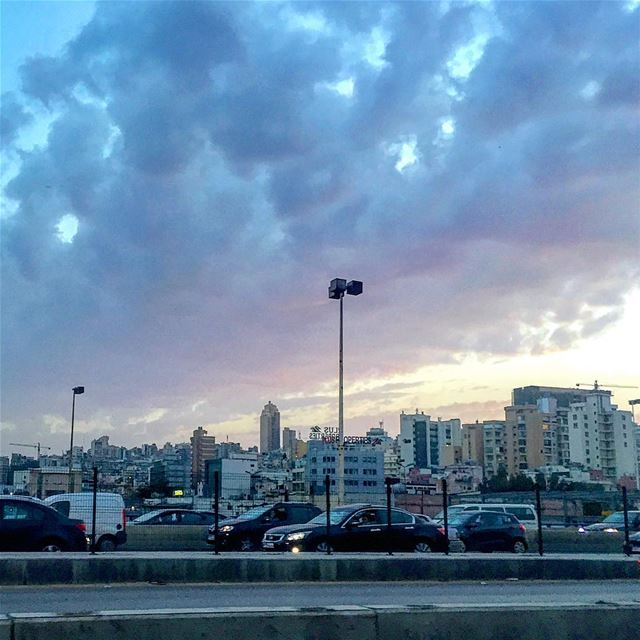 Time to go home! rushhour traffic road urban sky clouds beirut ... (Forum De Beyrouth)
