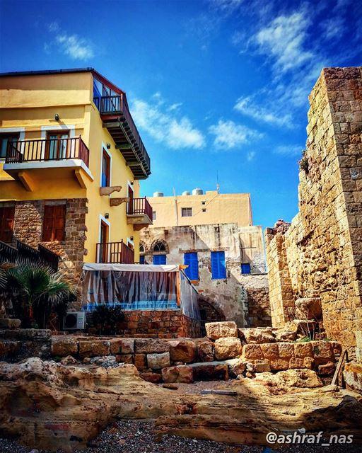 أنا من بلد الشبابيكالمجروحة بالحبالمفتوحة عالصدفة livelovetyre ... (Tyre, Lebanon)