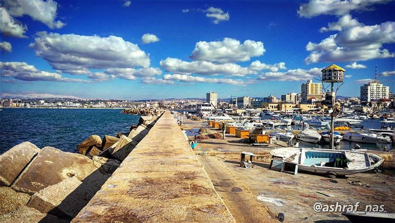 مهما يجمع بحر الغربةموجه بين قلبك وقلبي...في ريح بتلفح مراكبناوبترمينا ع (Tyre Fishermen Port.)